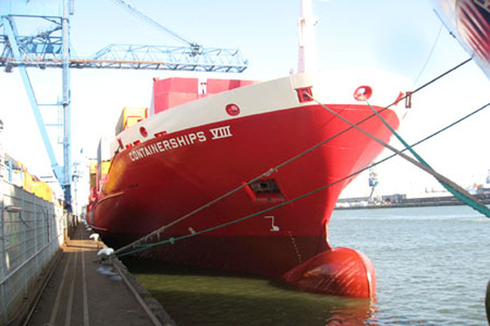 containerschiff8 02
